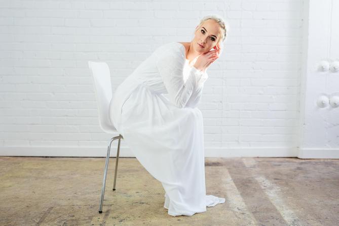 Un ancien mannequin de New York lance sa propre entreprise de robes